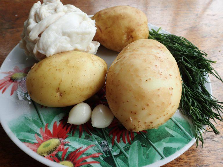 Ингредиенты для печеного картофеля на мангале