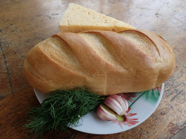 Ингредиенты для приготовления хлеба с сыром на мангале