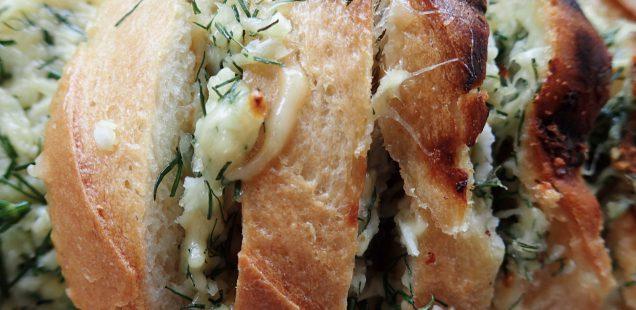 Хлеб с сыром на мангале