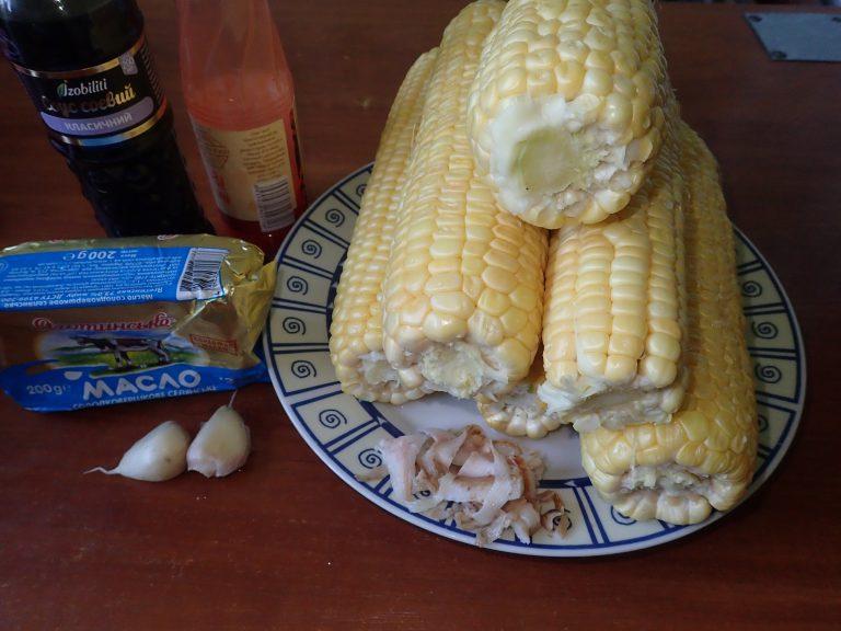 Ингредиенты для приготовления печеной кукурузы