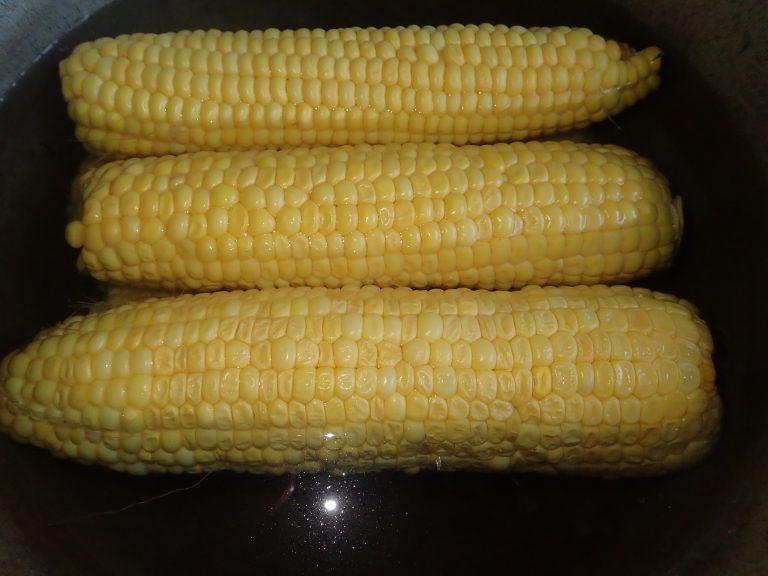 Замочите кукурузу