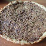 Открытый песочный пирог с печеночным паштетом